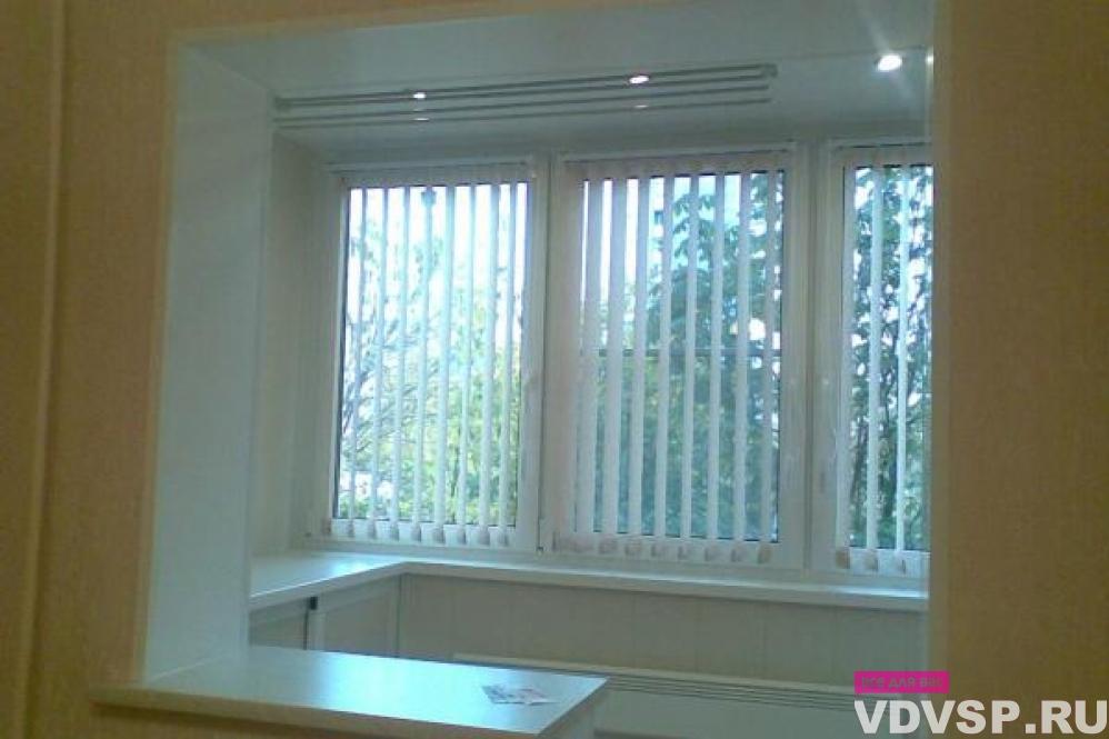 Окно между лоджией и комнатой..